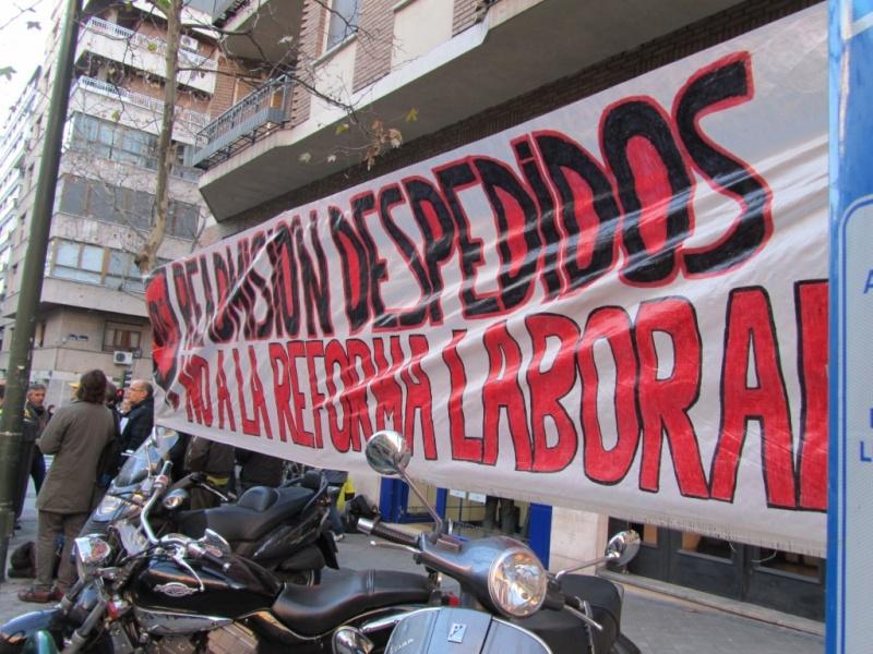 Fotos y vídeo de la concentración celebrada en el juzgado de lo social, Hernani 59 por el juicio de los compañeros despedidos, el día 10-1-11 Img_0210