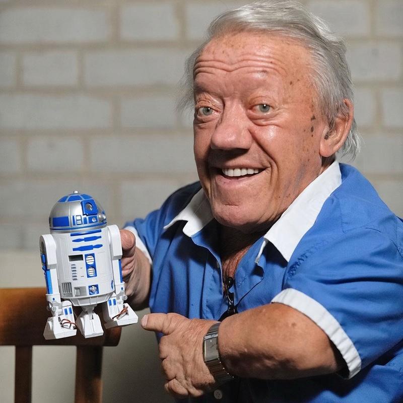 RIP Kenny Baker R2-D2 Aa10