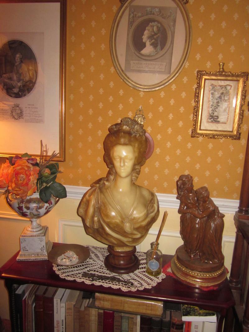 Bustes de Marie Antoinette par et d'après Félix Lecomte Lecomt10