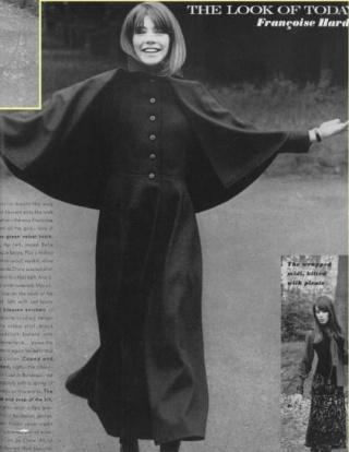Les tenues étonnantes de Françoise Hardy Soutan10