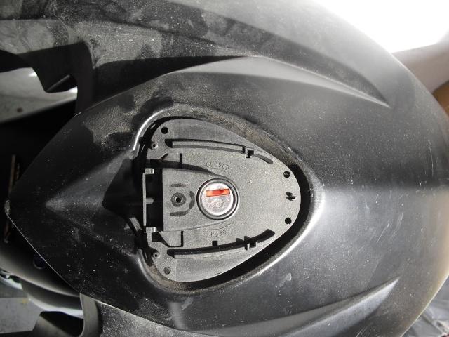 Remplacer un bouchon de réservoir sans sa clé. Cimg1411