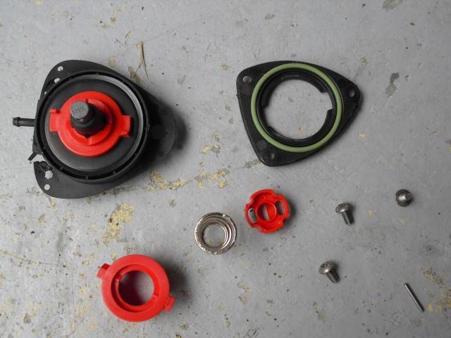 Remplacer un bouchon de réservoir sans sa clé. Cimg1416