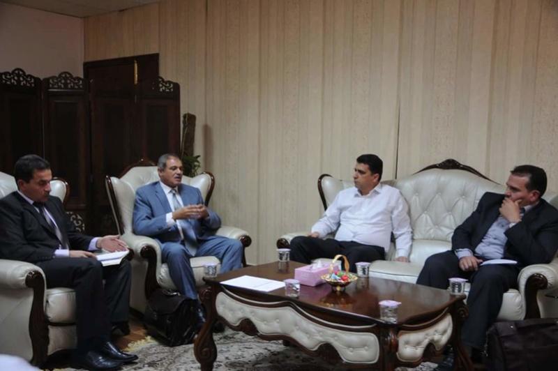 إجتماع بين وزير التعليم و رئيس ديوان المحاسبة يناقش في احد بنودة وزير التعليم و رئيس ديوان المحاسبة 13710510