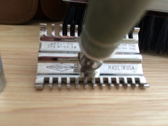 Weekender - Un Gillette tech dans une brosse ... Img_3037