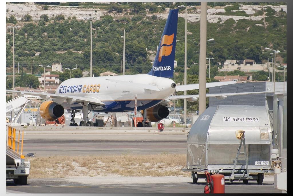 Aéroport Marseille Provence B757_i10