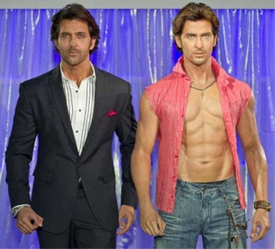 HRITHIK ROSHAN'S HANDS - About the double thumb of his right hand, now at Madame Tussauds! Hrithi10