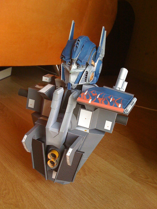 Optimus Prime, leader of the Transformers Optimu14