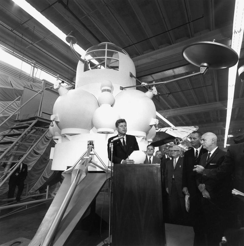 Lunar Excursion Module – Grumman – 1962 – 1/48éme par Tezio Jfk_an10