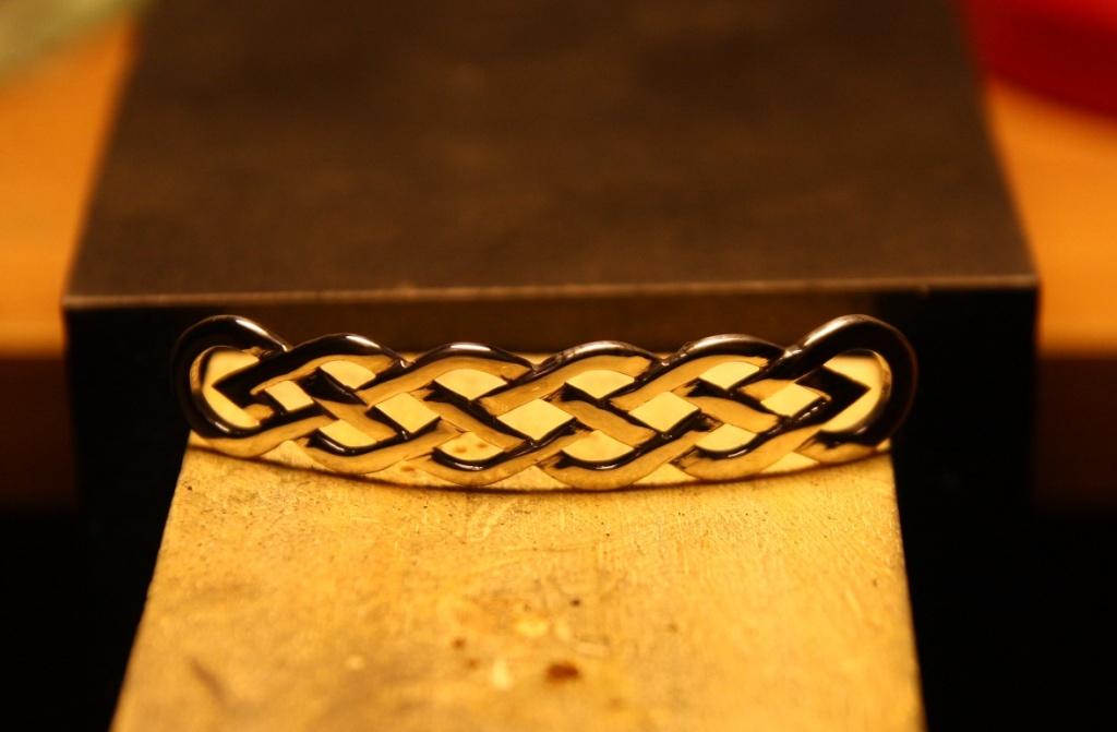 Ma seconde réalisation, bracelet entrelac celtique Img_9924