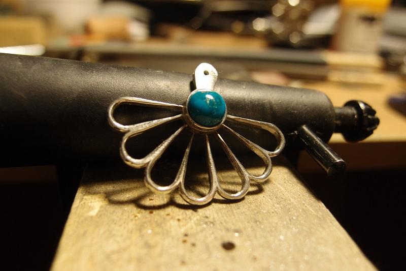 Pendentif art nouveau avec serti clos turquoise ... suite et fin :-D P9262015