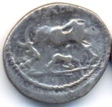 Les fausses (modernes) Illyriennes à la vache allaitant...  A15610