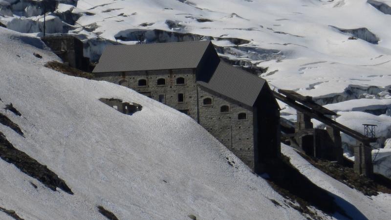 Du Téléphérique des Glaciers à celui du Col du Midi - Page 2 P1040418