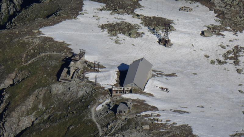 Du Téléphérique des Glaciers à celui du Col du Midi - Page 2 P1040419