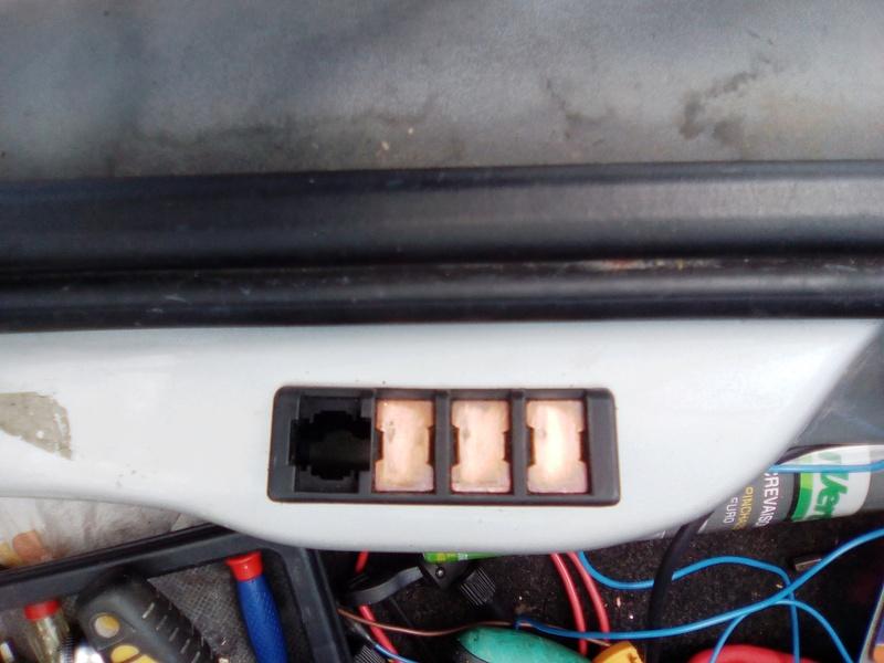 [ Ford Fiesta Déclic 1.3 an 1998 ] Fonctionnement essuie-glace arrière Img_2011