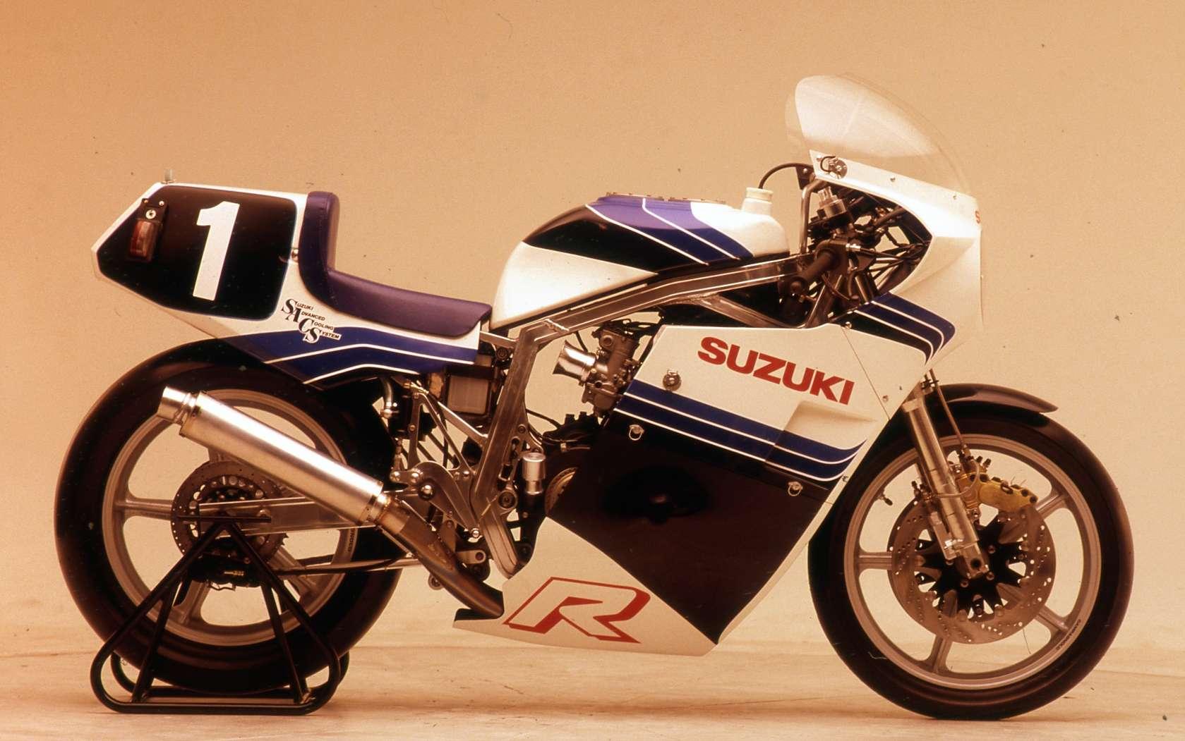Suzuki GSX-R Slabside 750 (85-87) et 1100 (86-88) - Page 39 Img_411