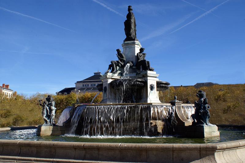 """"""" Les plus belles Fontaines de France et du Monde """" - Page 2 Pict0110"""