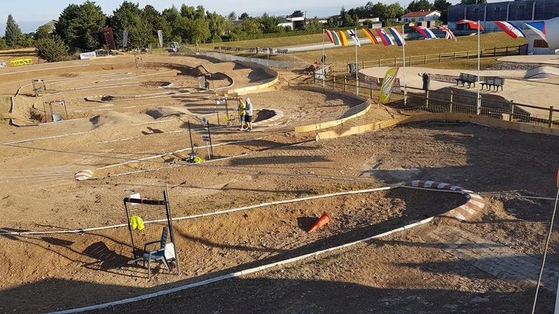 (reportage course)  Championnat d'europe -  Neuville Poitou - Page 3 412