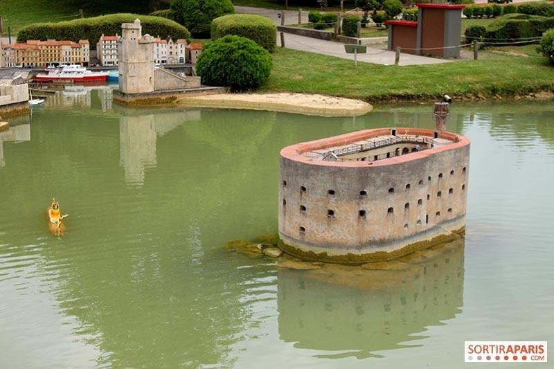 """Fort Boyard au parc """"France miniature"""" (78) 21260010"""