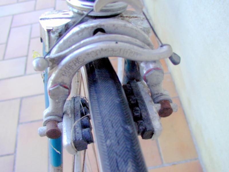 Gitane bleu trois tubes Reynolds et pattes nid d'abeilles P1012111