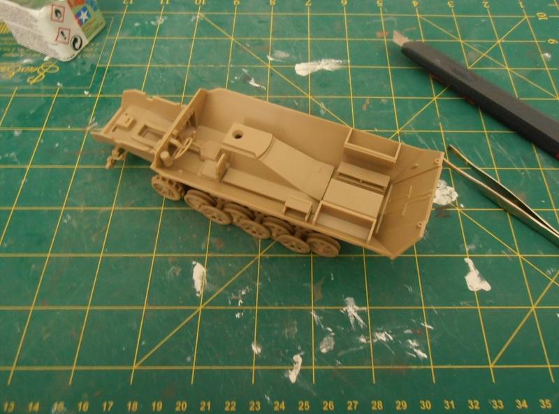 Sdkfz 251/9 ausf d ( 1/35eme ) P7281113