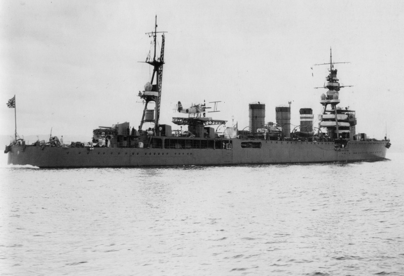 Croiseurs japonais - Page 3 Kinu10