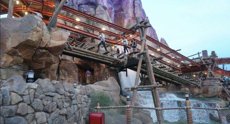 [Shanghai Disneyland] ADVENTURE ISLE (Soaring.../Roaring Rapids/Camp Discovery/Tarzan) - Page 2 Captur42