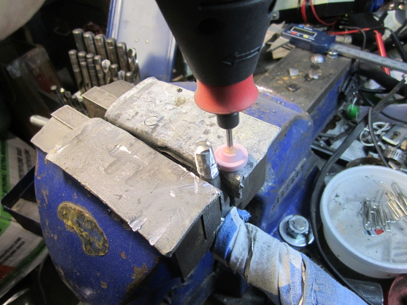 Modification poignée de Bolt action remington 700 Bolt_k14