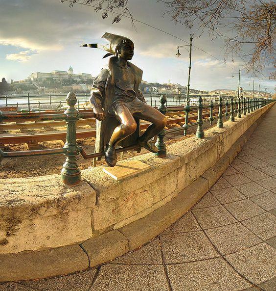 Des statues amusantes ! - Page 37 5db95e10