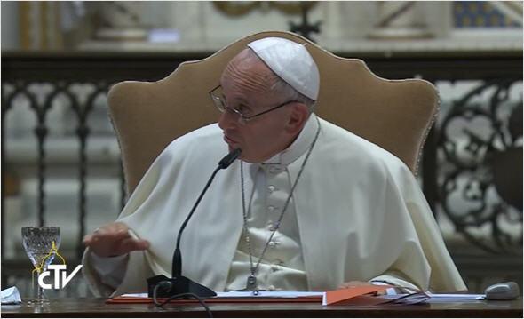 """Le Pape François déclare : """"Il vaut mieux le concubinage qu'un mariage trop rapide"""" ! - Page 3 Congre12"""