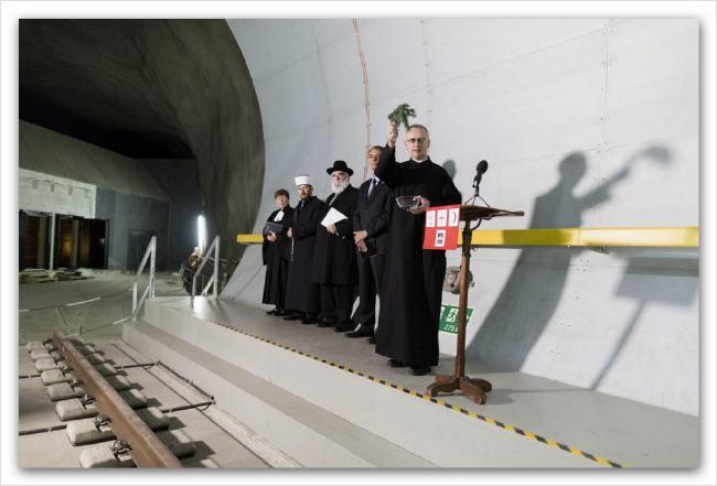 Inauguration du Tunnel de Gothard : une cérémonie satanique ! Gothar27