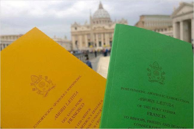 """""""Amoris Laetitia"""" : une supplique au Pape ! Sans-t13"""