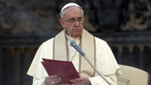 """Le Pape François déclare : """"Il vaut mieux le concubinage qu'un mariage trop rapide"""" ! Sans-t14"""