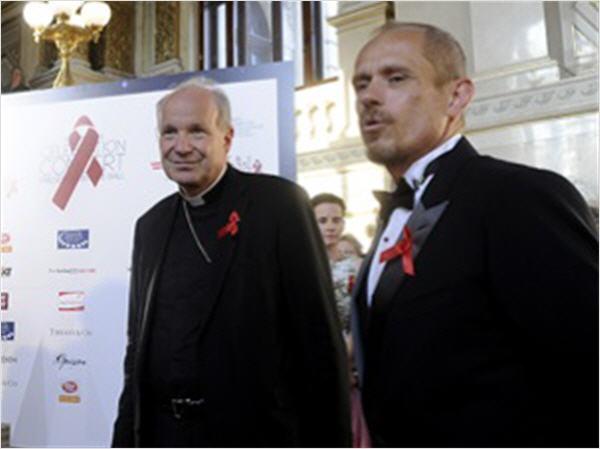 Le Cardinal Schönborn, un militant du mouvement Gay ? Schonb10