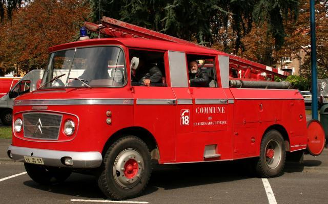 """2011 - Hachette Collections > """"Camions et véhicules de Sapeurs Pompiers au 1/43"""" >> 2014 - Page 2 Fpt_t410"""