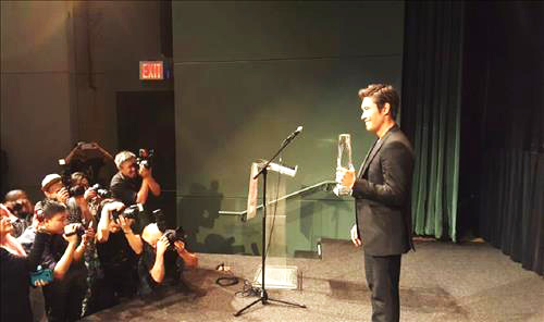 New-York: Lee Byung Hun reçoit le prix Asia Star Asiana10
