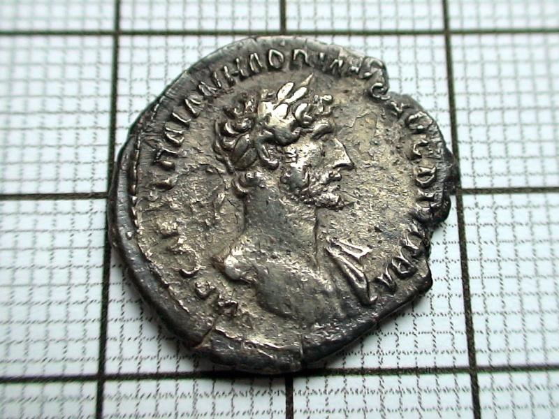 Nettoyage des monnaies romaines .... Dsc07720