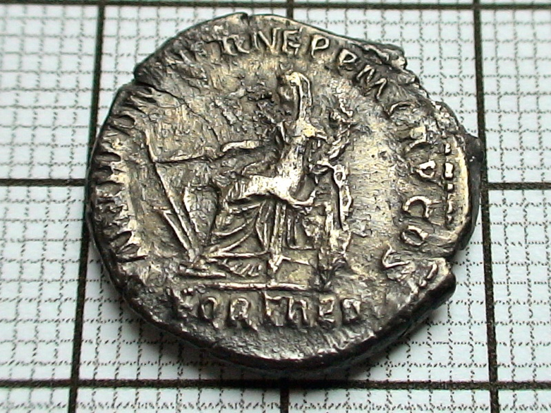 Nettoyage des monnaies romaines .... Dsc07721