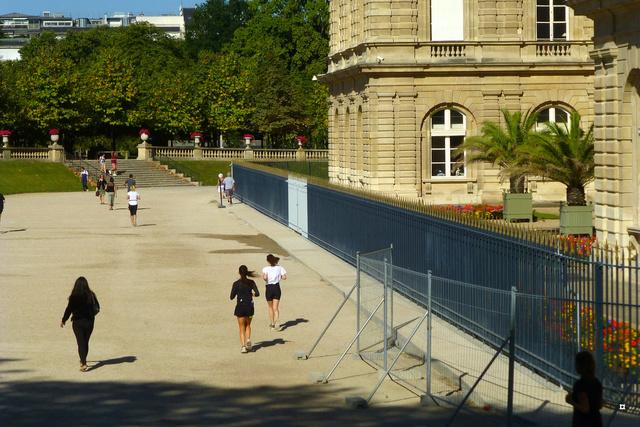Choses vues dans le jardin du Luxembourg, à Paris - Page 4 Yty_lu12