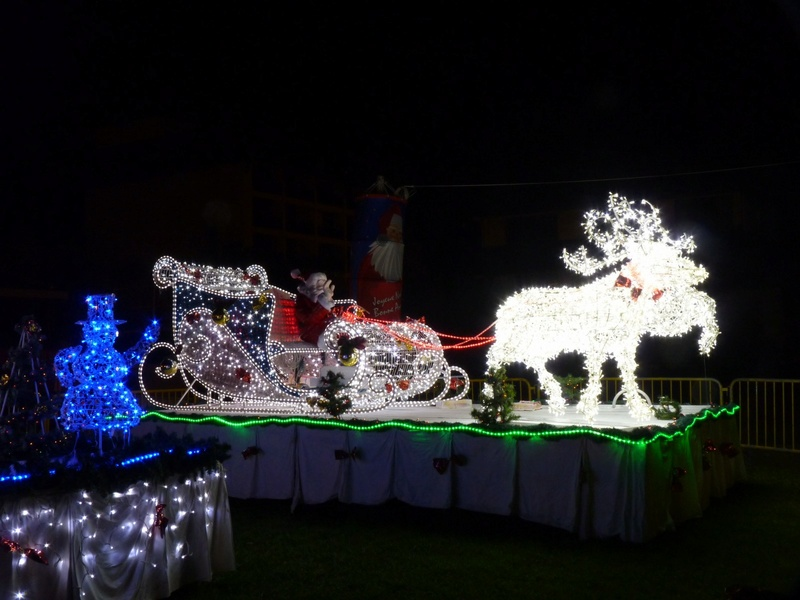 Les illuminations de Noël pour les fêtes 2.015   2.016 ! - Page 8 2010-111