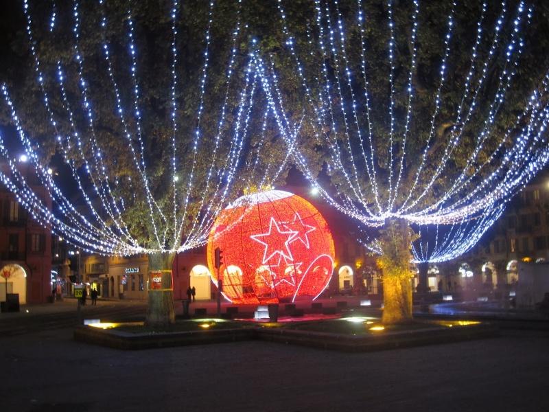 Les illuminations de Noël pour les fêtes 2.015   2.016 ! - Page 8 2_illu10