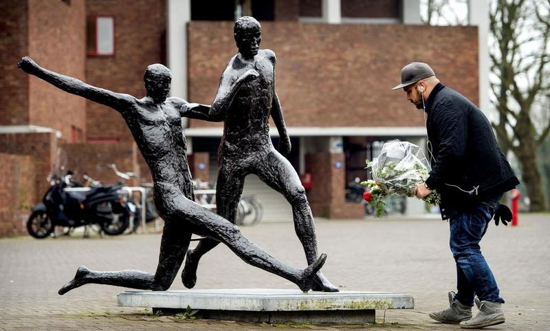 Des statues amusantes ! - Page 38 997de10