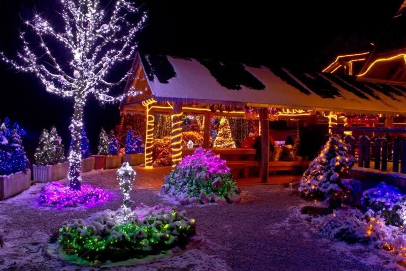 Les illuminations de Noël pour les fêtes 2.015   2.016 ! - Page 8 Illumi11