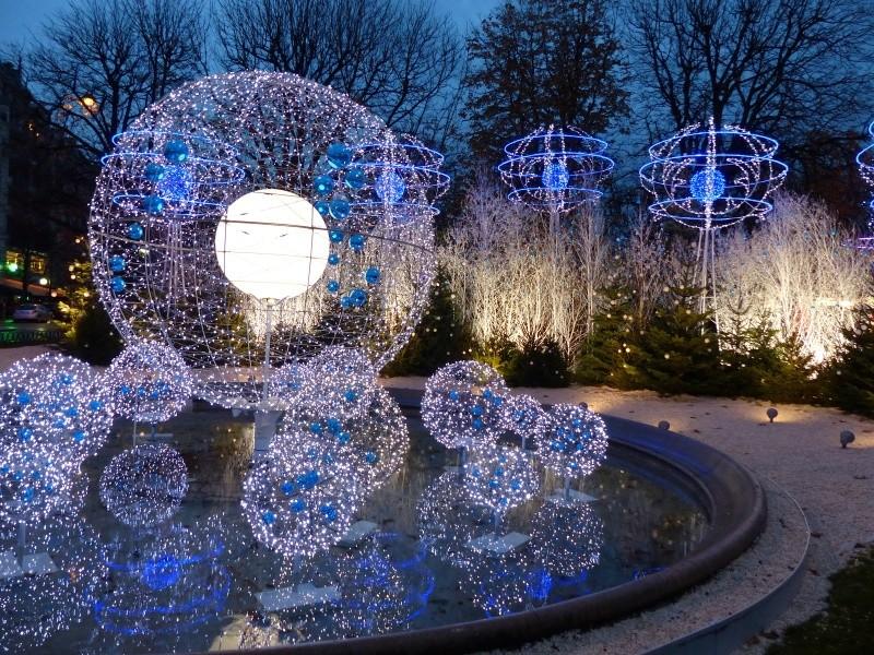 Les illuminations de Noël pour les fêtes 2.015   2.016 ! - Page 8 Illumi12