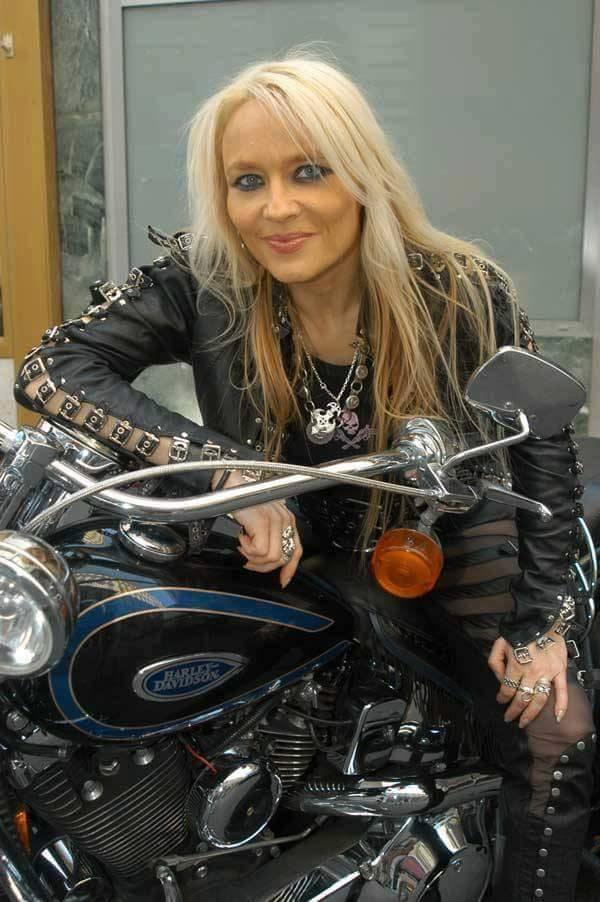 Ils ont posé avec une Harley, principalement les People - Page 39 13619910