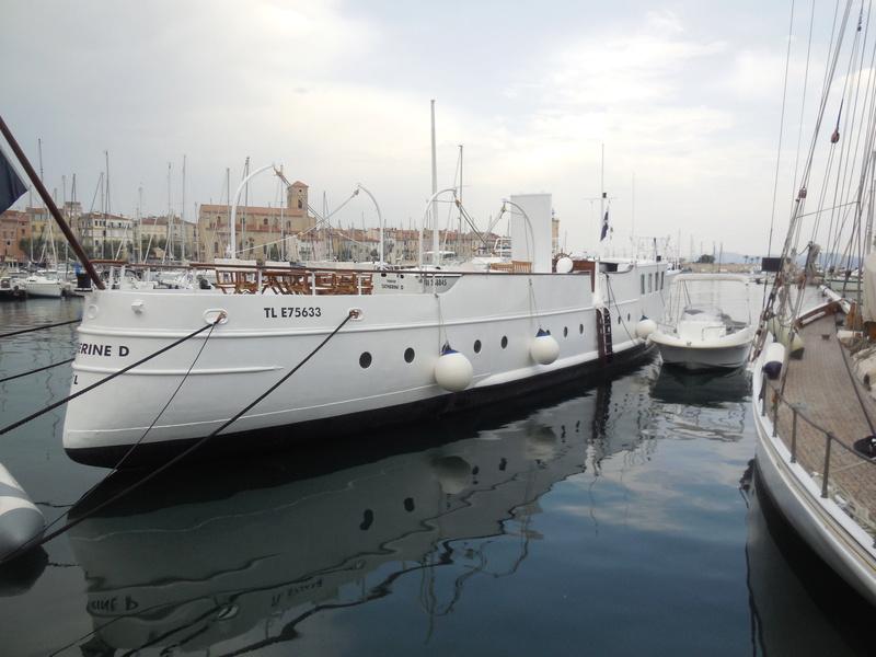 Yacht  classique à moteur 1920 / 1930 NEMESIS Dscn4318