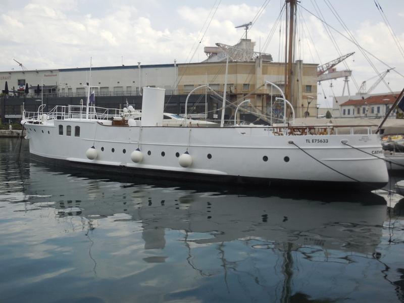 Yacht  classique à moteur 1920 / 1930 NEMESIS Dscn4319