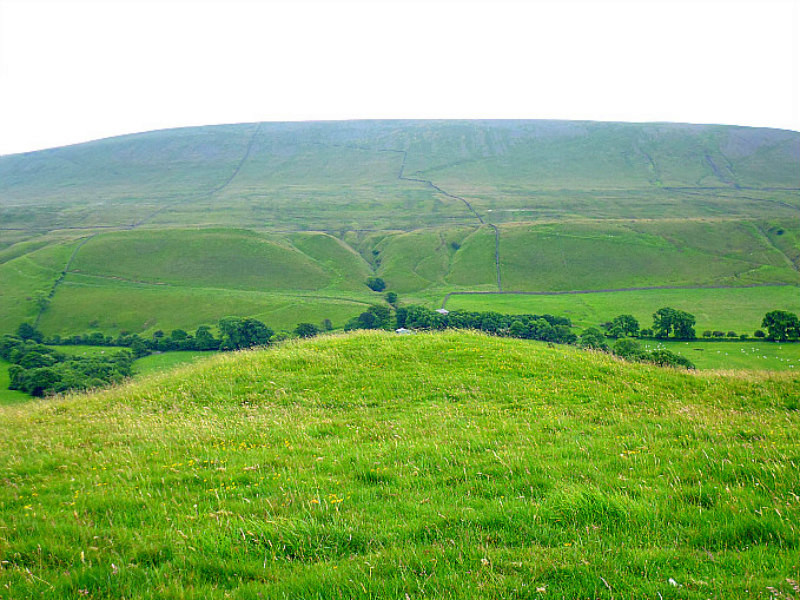 Mound on Worsaw Hill, just outside Downham, Lancs Worsaw12