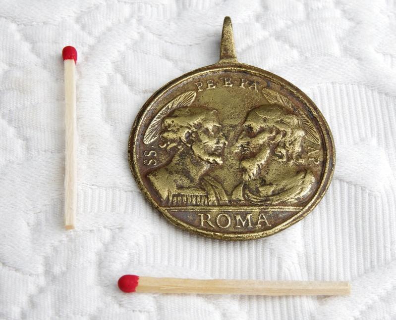 Médaille St-Pierre/St-Paul - Revers Pape ouvrant symboliquement la Porte Sainte - XVIIIème Imgp4910