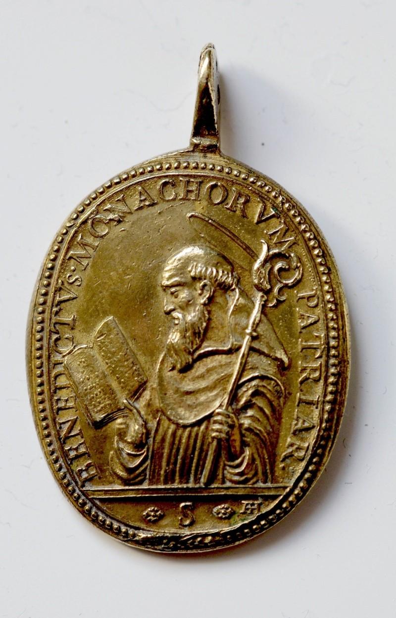 Médaille tchèque - XVIIème - St-Benoît & le St-Crucifix de Stara Boleslav M110
