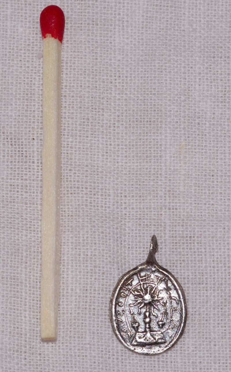 ma plus petite ... micro médaille - St-Sacrement & ND-de-Liesse - probable XVIIIème Med110